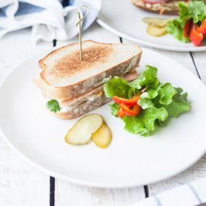Сэндвич с рыбой собственного копчения на бездрожжевом хлебе