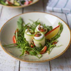 Салат из цукини с лососем
