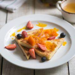 Французский тост с тыквенным вареньем и свежей ягодой
