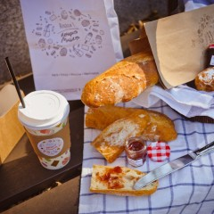 Пикник с багетом артизанским