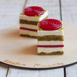 Торт фисташковый с малиновым желе
