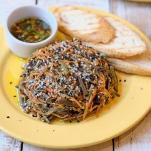 Теплый салат с дальневосточным папоротником
