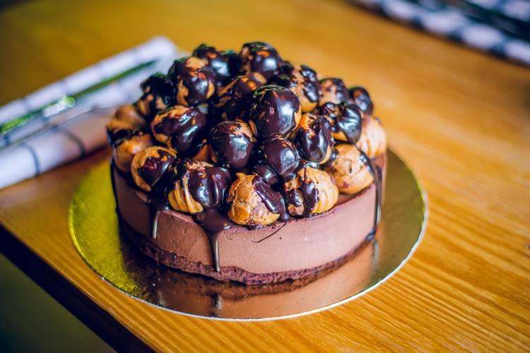 """Пример оформления торта """"Трюфельный"""""""
