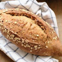 Ремесленный хлеб со злаками