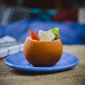 Мини-сэндвич с куриной грудкой и моцареллой