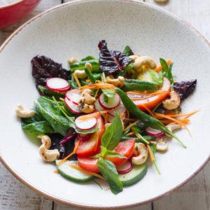 Салат овощной с кешью