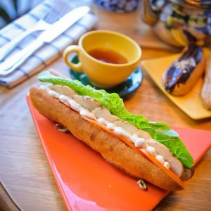 Сэндвич с курицей на французском багете
