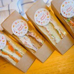 Сэндвич с лососем на ржано-пшеничном хлебе