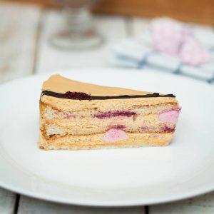 Торт «Малина и крем-карамель»