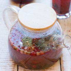 Чай травяной с ромашкой и брусникой